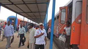 Arrivée du train de passagers à la gare centrale de Kinshasa.