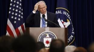 John Brennan, diretor da CIA, responde a perguntas de jornalistas durante coletiva para falar dos métodos empregados pela agência em interrogatórios.