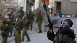 Affrontements entre Palestiniens et soldats israéliens dans la ville d'Hébron le 22 février 2013.