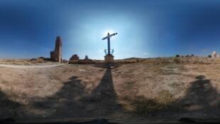 Una cruz simboliza la desolación dejada por la Guerra Civil Española.