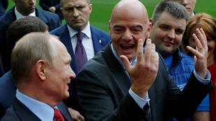 Shugaban Rasha Vladimir Putin tare da shugaban FIFA Gianni Infantino, da sauran mukarrabansu a filin wasa na kungiyar FC Krasnodar, da ke kudancin birnin na Krasnodar,  a Russia.