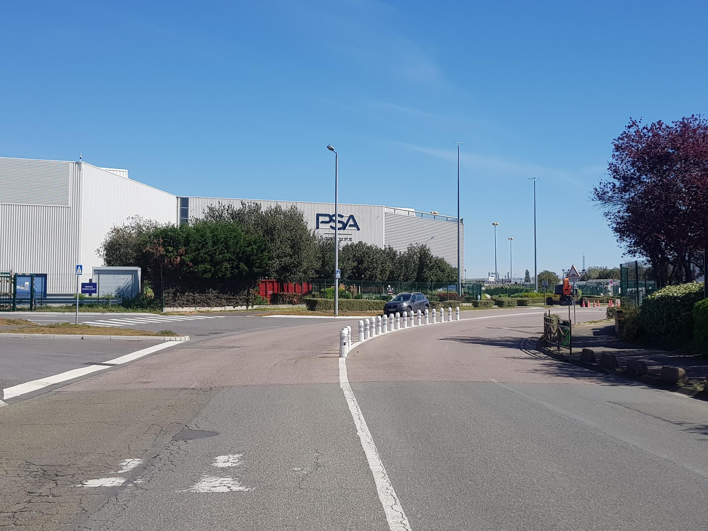 Usine PSA à Poissy en plein confinement.