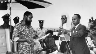 Cette photo prise le 30 mai 1967 montre le colonel Odumegwu Emeka Ojukwu au moment de la déclaration de l'indépendance du Biafra.