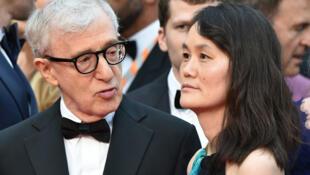 """Woody Allen y su mujer Soon-Yi Previn durante la presentación de presentación de """"Café Society"""" en Cannes, el 11 de mayo de 2016."""