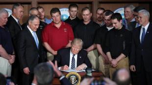 O presidente americano Donald Trump assinou nesta terça-feira, 28 de março de 2017, decreto que anula medidas contra aquecimento global da era Obama.