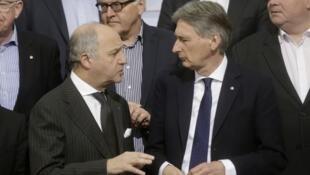 فیلیپ هاموند و لوران فابیوس، وزرای امور خارجۀ بریتانیا و فرانسه