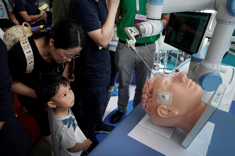 En los próximos años incluso los cirujanos podrían ser reemplazados por robots.