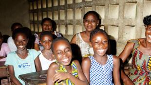Salle de classe dans une école d'Abidjan.