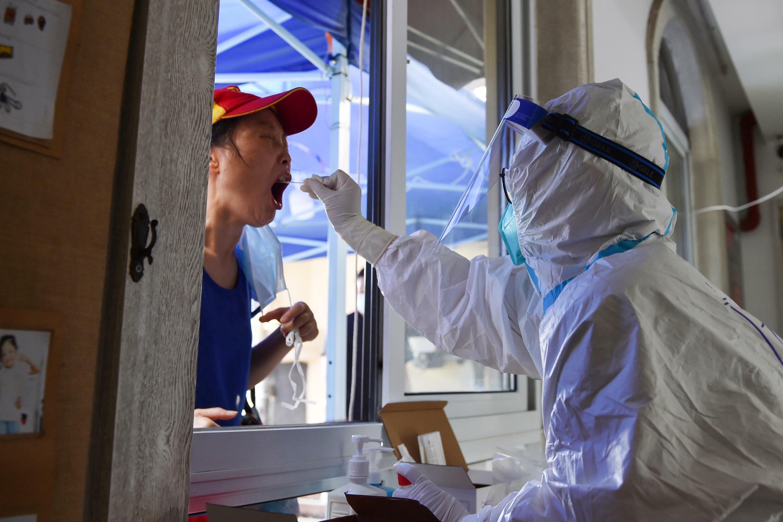 Test de coronavirus en Nanjing, en la provincia de Jiangsu (China), el 2 de agosto de 2021