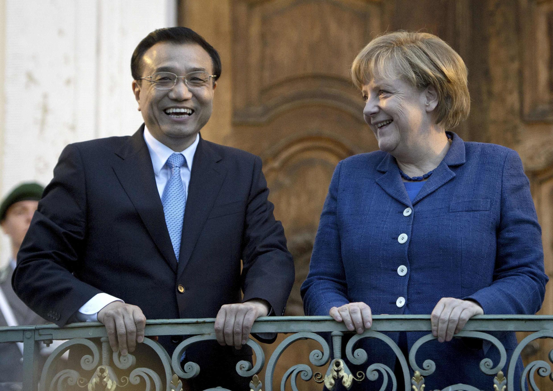 Thủ tướng Đức Angela Merkel (P) và Thủ tướng Trung Quốc Lý Khắc Cường (T) trong buổi dạ tiệc ớ dinh chính phủ  Meseberg Palace tại Meseberg, cách Berlin 60 km, ngày  26/05/ 2013.