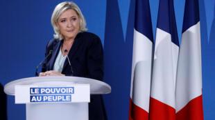 A líder da extrema-direita, Marine Le Pen,  participou de um debate na noite dessa quinta-feira no canal 2 da TV.