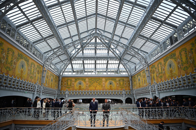 El dueño de LVMH, Bernard Arnault, y el presidente francés, Emmanuel Macron, inauguraron el lunes 21 de junio La Samaritaine en París.