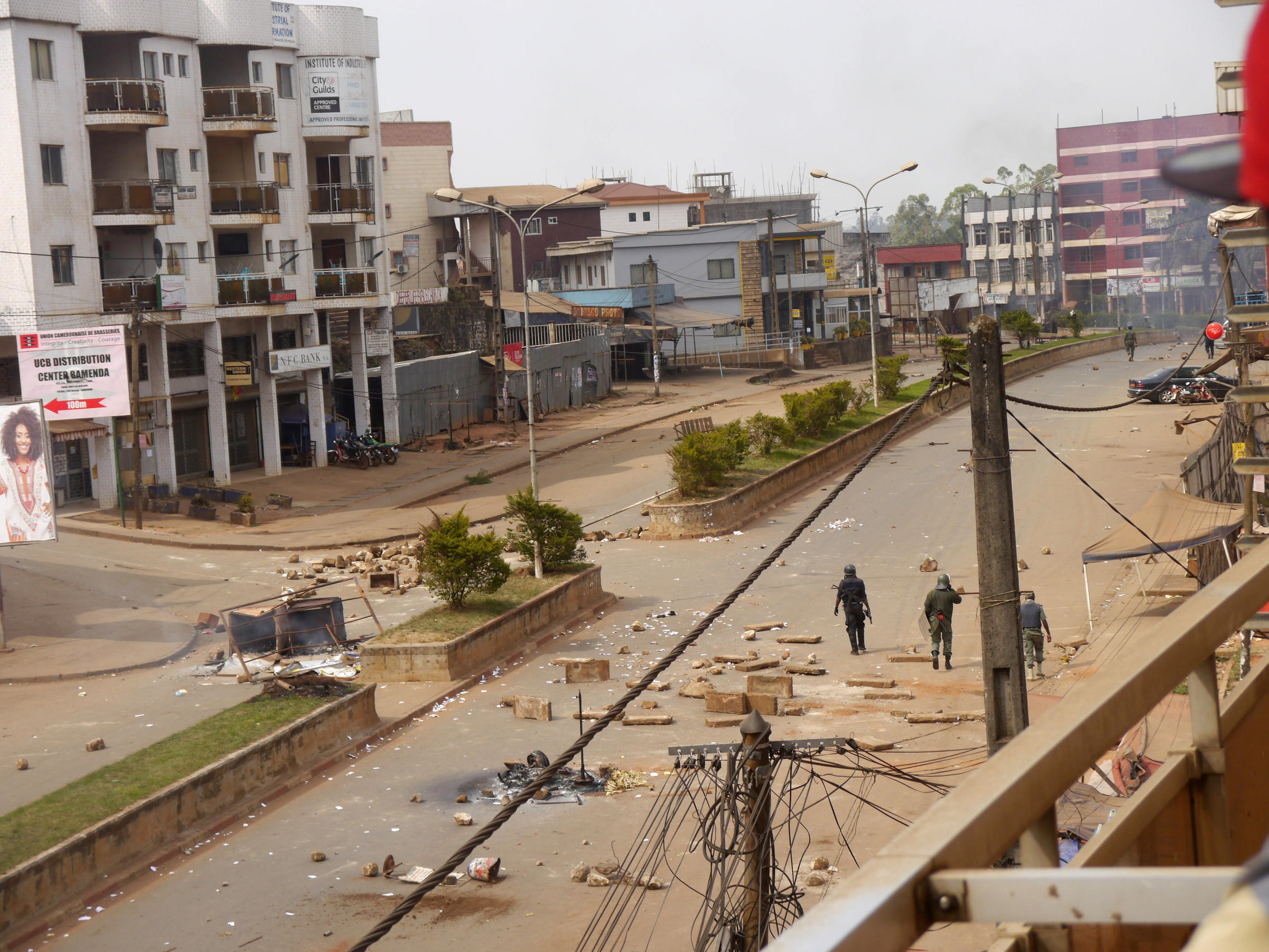 Soldiers clear a road in Bamenda on 8 December 2016.