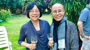 独立中文笔会会长廖天琪与刚刚获释的刘霞在柏林 2018年7月13日