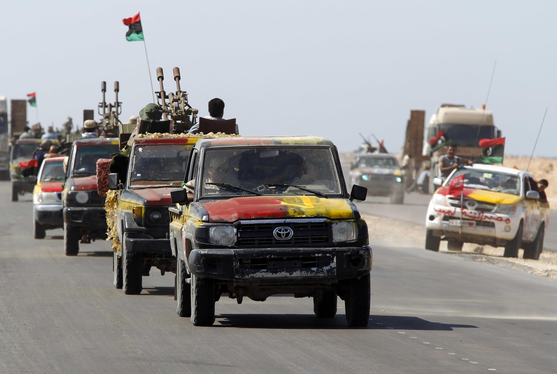 Колонна автомобилей с повстанцами у Сирта 15/09/2011
