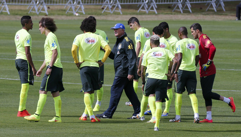Treino da seleção brasileira na Granja Comary nesta segunda-feira.