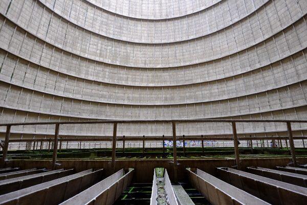 Faite de blocs de béton armé, un matériau inventé en 1850, la centrale thermique de Monceau-sur-Sambre était parfaitement futuriste à l'époque de son édification.