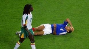 Ferdinand Coly et le Sénégal ont mis à terre la France et Thierry Henry en match d'ouverture du Mondial 2002.