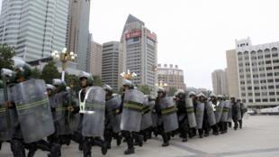 Tân Cương huy động lực lượng sau vụ tấn công hôm 14/02/2014 làm 11 người chết - Reuters