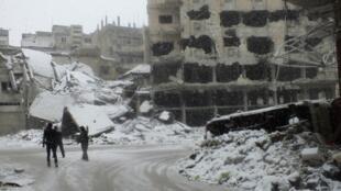 Dans la ville dévastée de Homs.