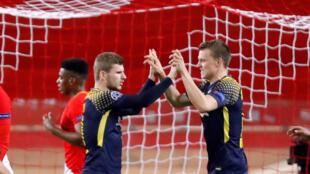 Les Allemands du RB Leipzig célèbrent leur troisième but inscrit par Timo Werner sur penalty face à Monaco, le 21 novembre 2017.