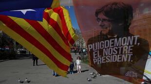 """Puigdemont está acusado de """"malversación"""" por haber organizado un referéndum declarado ilegal por la justicia española, y también de """"rebelión""""."""