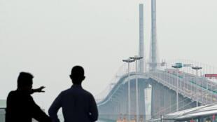 Visão geral da ponte Hong Kong-Zhuhai-Macau, inaugurada nesta terça-feira (23) na China.