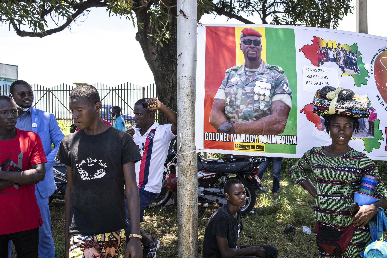 IMAGE GUINEE Une affiche du colonel  Doumbouya, chef de la junte guinéenne, à Conakry, le 11 septembre 2021.
