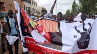 Les journalistes maliens défilaient déjà dans les rues de Bamako, en juillet 2012, pour dénoncer l'insécurité qui les touchait.