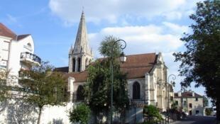 法國薩塞勒市新教堂落成