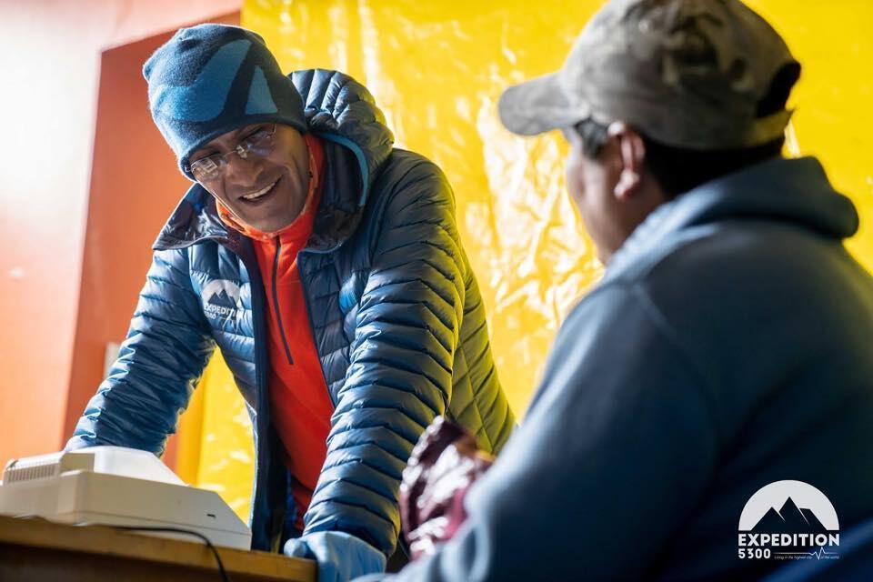 El doctor Ivan Hancco, hematólogo peruano, también participó en la Expedition 5300. El estudia desde hace años la medicina de altura.