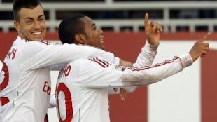 """Robinho comemora gol com """"Ai, se eu te pego"""", no domingo, 22/01/12."""