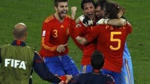 Jogadores da Espanha comemoram a passagem inédita para uma final da Copa do Mundo.
