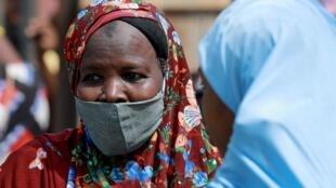 Au marché Dutse Alhaji, à Abuja, le 2 mai 2020. Le nombre de personnes infectées par le Covid-19 continue de grimper au Nigeria.