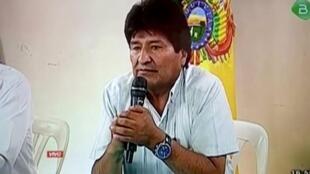 迫於國內各方壓力,玻利維亞前總統於11月10日在電視上宣布辭職資料圖片