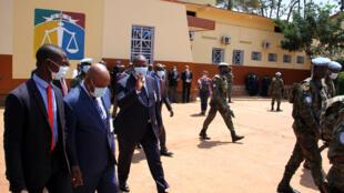 Le président Faustin Archange Touadéra (au centre), lors de sa visite des locaux de la CPS, qui ont été officiellement inaugurés ce vendredi 13 novembre 2020.