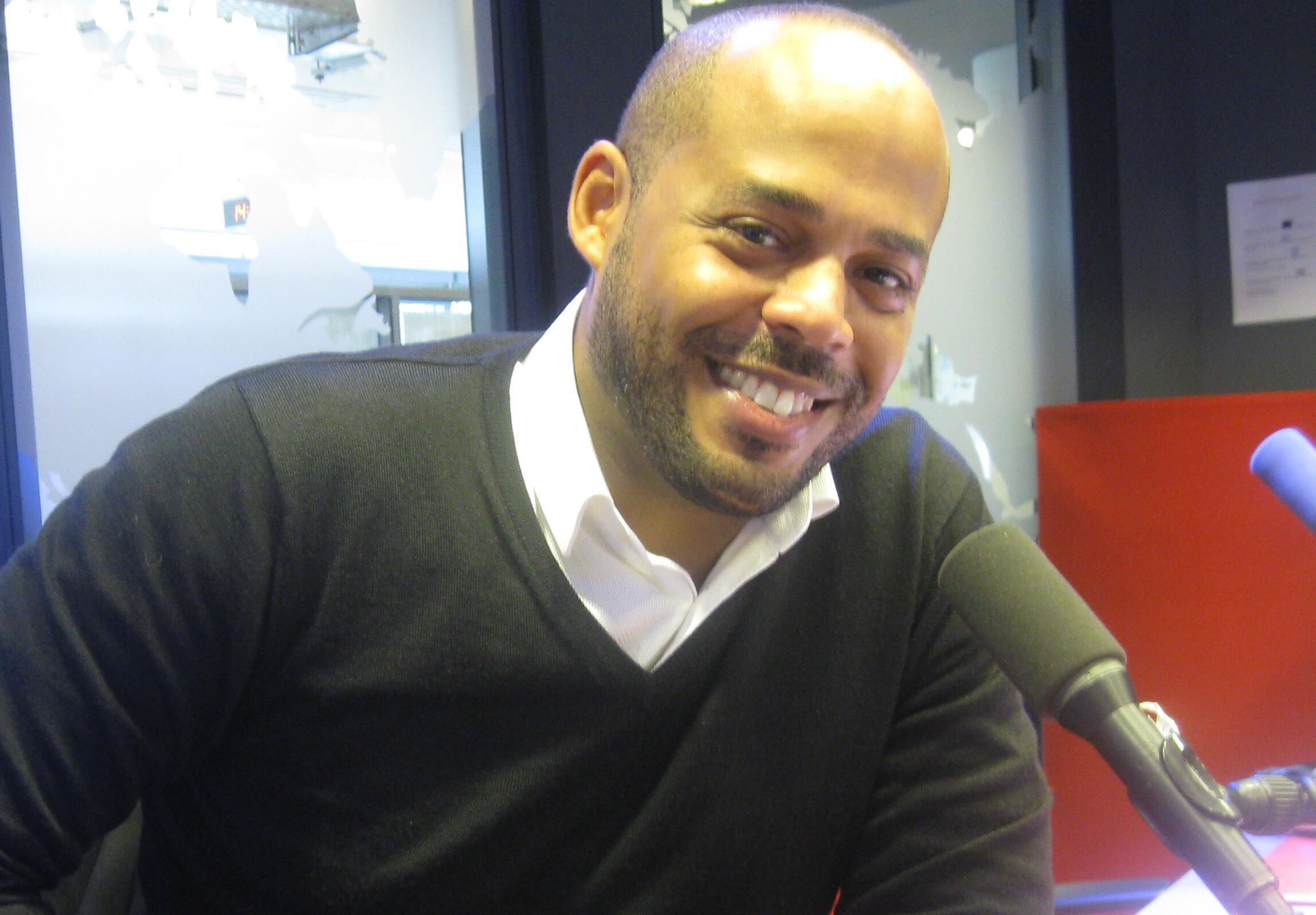 Gabriel Urgell Reyes en los estudios de RFI