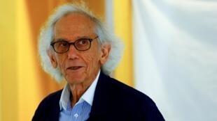 Christo Javacheff, connu sous le nom de Christo le 19 avril 2018 à l'inauguration d'une exposition à son nom à Zurich.