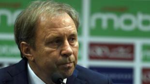 Milovan Rajevac, l'ancien sélectionneur de l'Algérie, lors de sa première conférence de presse à Alger, le 14 juillet 2016.