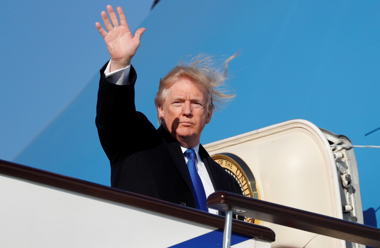 美國總統特朗普離開中國前往越南 2017年11月10日