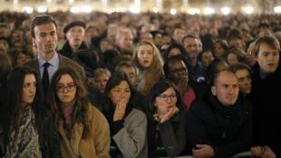 Cérémonie d'hommage aux victimes des attentats, le 15 novembre 2015, à la cathédrale Notre-Dame, à Paris.