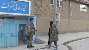 Le collège-lycée s'est installée à Dashte Bartchi dans l'ouest de Kaboul en 2001 après l'intervention des forces américaines appuyées par l'Otan qui ont mis fin au régime taliban.