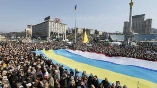 Le Parlement devrait accueillir des «héros» de la place Maïdan, théâtre du mouvement de contestation ukrainien.
