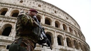 Un militaire italien à Rome, en mars 2017.