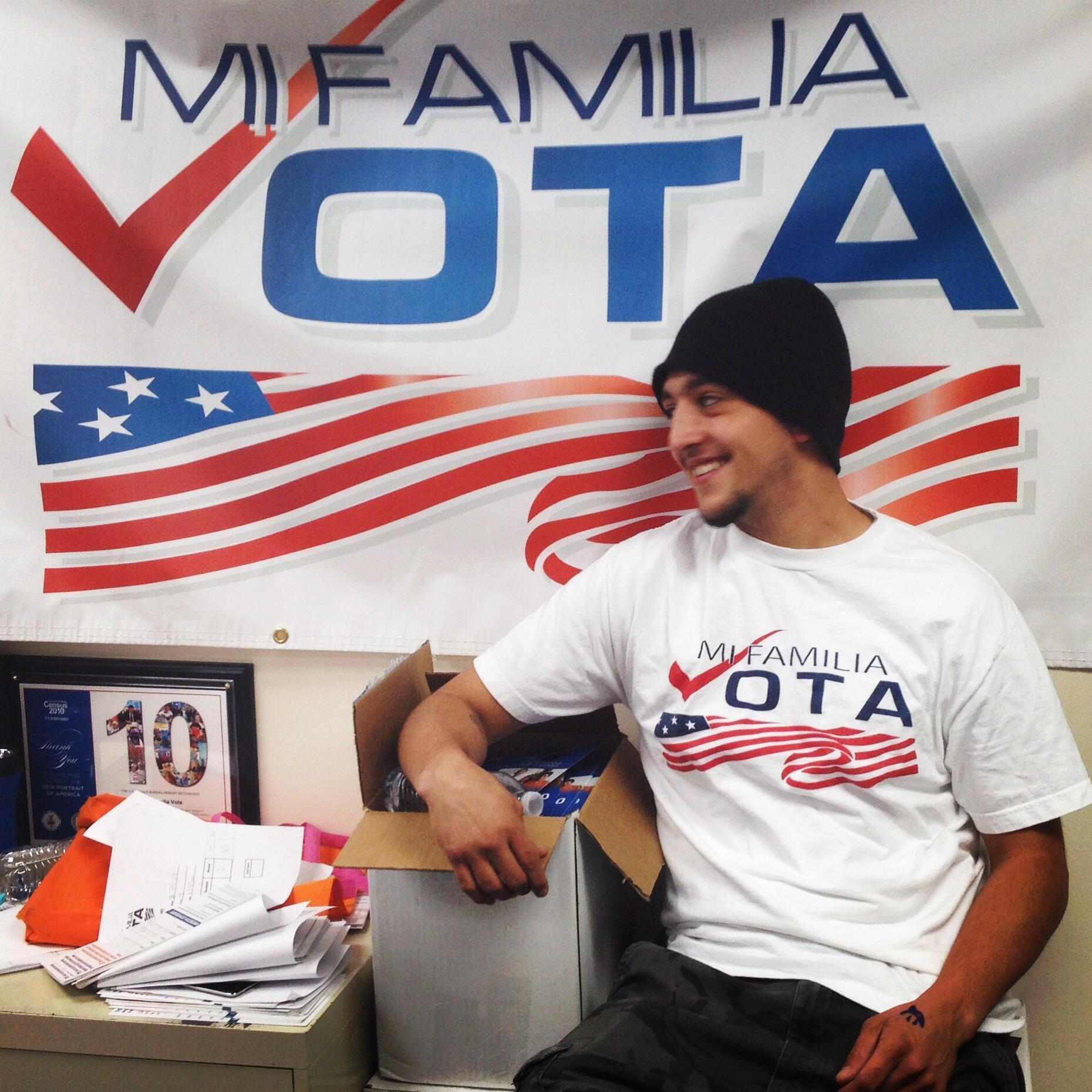 Benévolo de 'Mi Familia Vota', una asociación que tiene como objetivo traer más votantes latinos a las urnas.