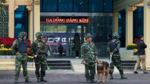 Bộ đội Việt Nam canh gác ga Đồng Đăng, nơi đến của đoàn xe lửa bọc thép của lãnh đạo Bắc Triều Tiên Kim Jong Un. Ảnh chụp ngày 25/02/2019