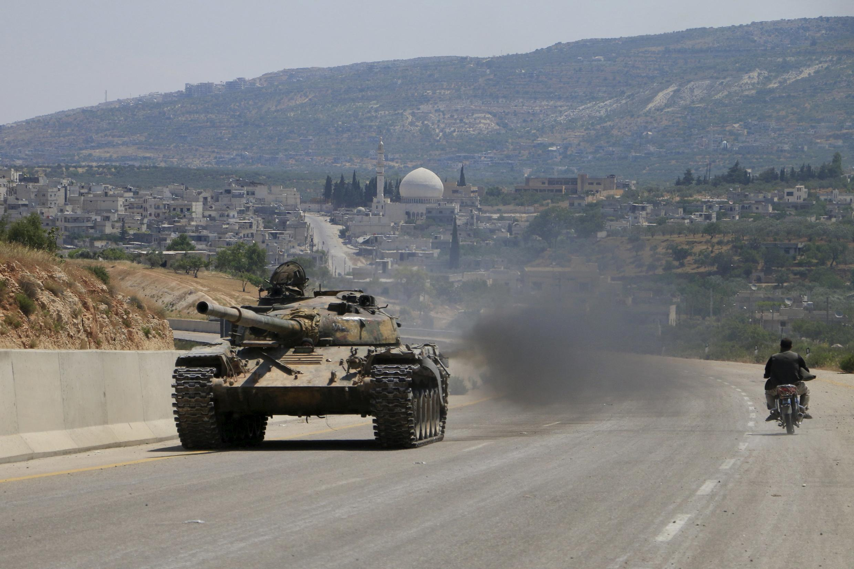 Các chiến binh của Mặt trận  al-Nosra, chi nhành Syria của al-Qaïda, trên đường giữa Alep và  Latakié, ngày 06/06/ 2015.