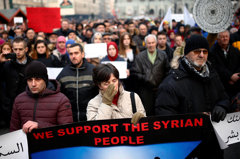 (Ảnh minh họa) Người châu Âu tuần hành tỏ tình đoàn kết với người dân Aleppo, ảnh chụp ngày 14/12/2016, tại Sarajevo.