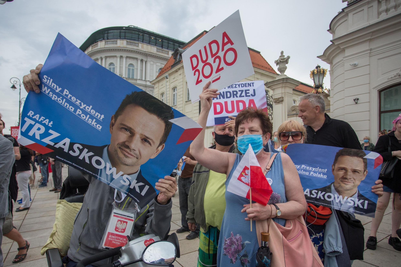 Vận động cho các ứng viên tổng thống Ba Lan tại Varsava, trước ngày bầu cử. Ảnh chụp ngày 26/06/2020.