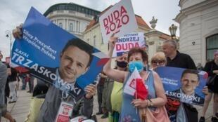 Varsovia el pasado 26 de junio con simpatizantes de candidatos
